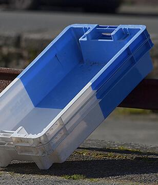 Les manipulateurs industriels INGENITEC pour vos caisses en plastique ou vos caisses métalliques