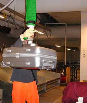 Tube de levage pour manipuler des bagages